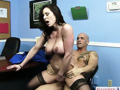 Derrick Pierce attacks ultra hot Kendra LustS beaver with his love torpedo