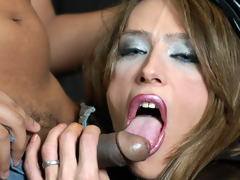 Italian shemale gets her dick blowed